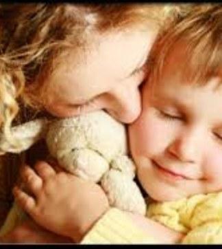 mom_hug_child
